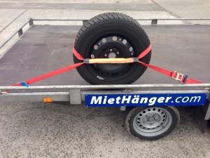 Rad-Reifen Befestigungsset für ein Auto auf einem Anhänger