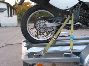 Motorrad-Befestigungs-Set für ein Bike auf dem Anhänger