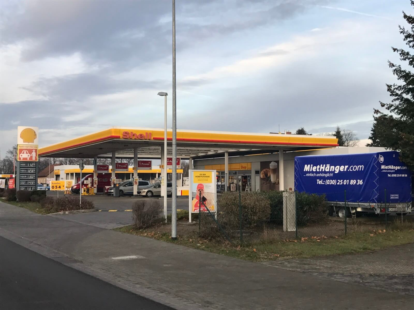 anh nger mieten station shell tankstelle f rstenwalde mieth nger anh nger mieten berlin. Black Bedroom Furniture Sets. Home Design Ideas